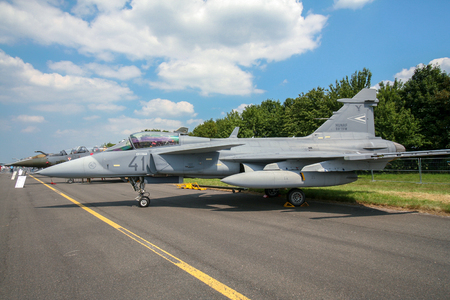 CAMBRAI, FRANCE - JUN 26, 2010: Hungarian Air Force Saab JAS-39 Gripen fighter jet on the tarmac of Cambrai airbase. 報道画像