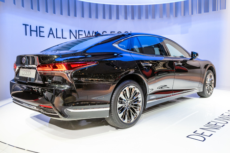 BRUSSELS - JAN 10, 2018: Lexus LS500h car showcased at the Brussels Expo Autosalon motor show. Stock fotó - 115974248