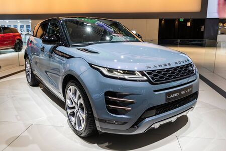 BRUSSELS - JAN 18, 2019: World premiere of the new Land Rover Range Rover Evoque car at the 97th Brussels Motor Show 2019 Autosalon. 新聞圖片