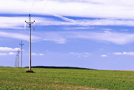 planos electricos: Líneas de energía eléctrica en el paisaje llano abierto