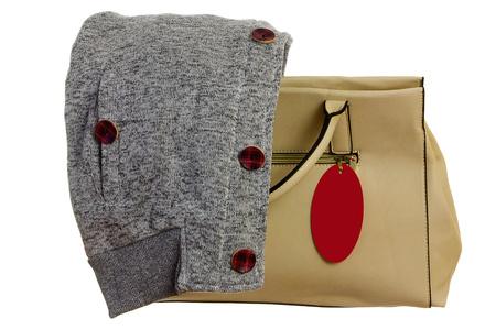 sudadera: bolso de color beige con boleto y sudadera gris en otoño Foto de archivo