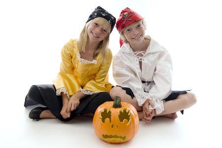 plundering: Jonge piraat Twins gereed om te plunderen en plunderen! Stockfoto