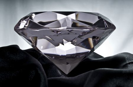black satin: Diamond brillante en negro satinado