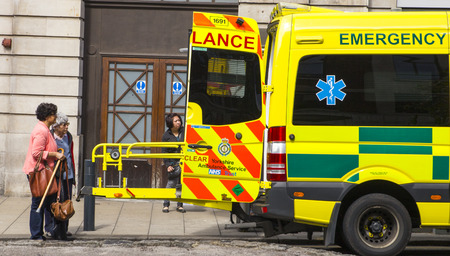 ambulancia: Espectadores de ambulancia Editorial