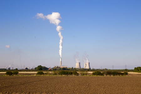 Stock photograph of Cottam power station with steam  smoke emmissions rising into the sky from the cooling towers.  West Burton power station visible in the distance. Banco de Imagens