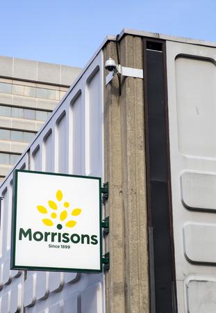 Morrisons. New Morrisons Supermarket Logo outside refurbished Merrion Centre Store in Leeds. 新聞圖片