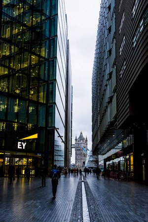 LONDON, UK - 19 FEBRUARY 2016.  Ernst & Young offices in More London. 新聞圖片