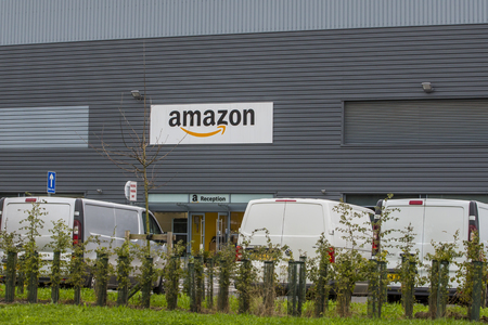 Amazon Warehouse with stock for distribution 新聞圖片