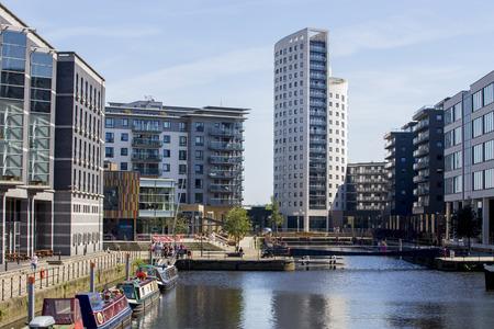 Leeds Dock area by Clarence Dock in Leeds. Leeds waterfront 新聞圖片
