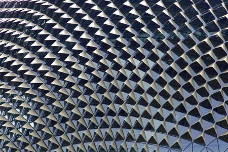 esplicito: Insolito tetto formato da un complesso moderno