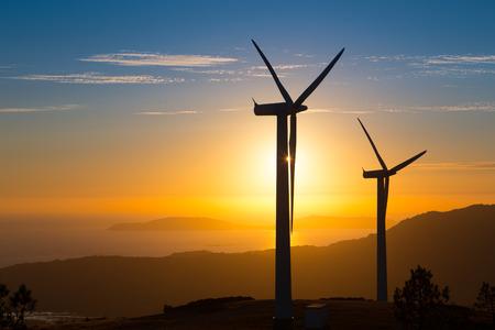 turbina: Las energías renovables, turbinas de viento en España Foto de archivo