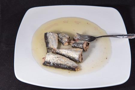 イワシの栄養価の高いオメガ 3 と食事を節約します。