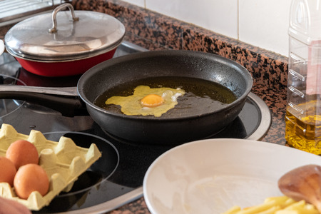 cook a cold egg with fries in olive oil