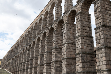 Aqueduct of Segovia one of the Roman works mça represntativas in Espña with a total length of 16 kilometers
