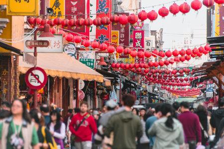 Taipei, Taiwan - Feb 15, 2018 :Xia-Hai City God temple and Dihua Street 新聞圖片