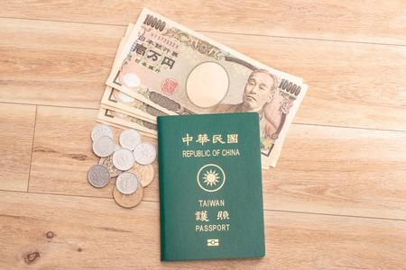 Billets en yens japonais, pièces en yens japonais et passeports ROC Taiwan Banque d'images