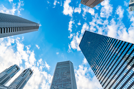 Tokyo, Japan. Modern skyline of Shinjuku, skyward view. Banque d'images