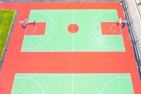 Ansicht von oben, Vogelperspektive Basketballplätze. Öffentlicher Basketballplatz Standard-Bild