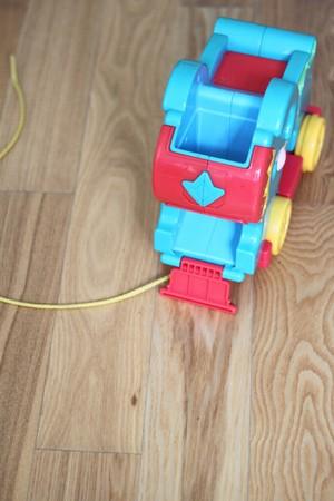 jouet sur le plancher.