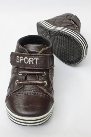 ni�os caminando: zapatos de ni�os Foto de archivo