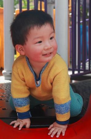 play boy chinois dans le parc