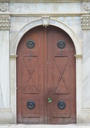 Ferm� la porte de maison en bois