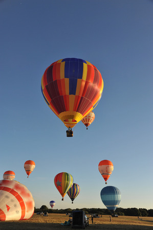 Hot air balloons take off in the sky 版權商用圖片 - 119777849