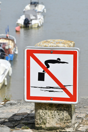 dive prohibition sign
