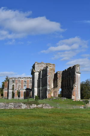 ruins of the castle of Saint-Simon Imagens