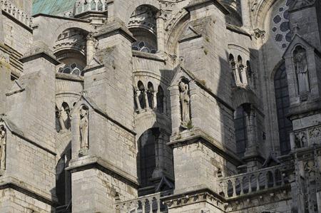 Statue an der Südfassade der Kathedrale von Chartres