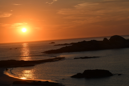 sunset on the rocky coast of Tregastel Banque d'images