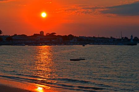 sunset on the sea 版權商用圖片