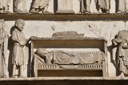 statues on the west portal of the cathedral of Chartres- 写真素材 - 124990464