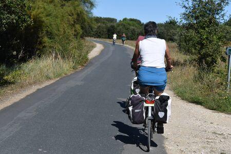 cyclist on a bike path on the island of Re-France 版權商用圖片 - 133459442
