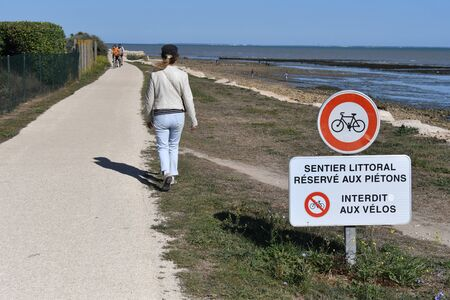 pedestrian way lelong of the sea on the island of Re