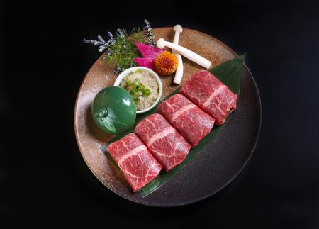 Premium Kobe Beef in einer Keramikschale Standard-Bild