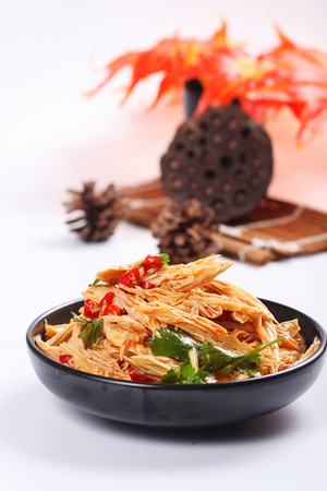 Bamboo shoots with bean sprouts in a black ceramic dish Imagens