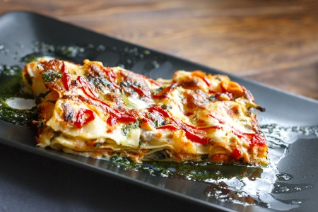traditional italian lasagna with minced beef bolognese sauce, top view 스톡 콘텐츠