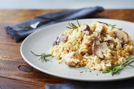 キノコとローズマリー、リゾットのおいしい米。 写真素材