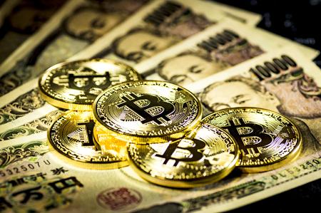 Bitcoin 및 10000 엔 청구서