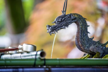 A dragon faucet in the water shelter of a Japanese shrine 版權商用圖片