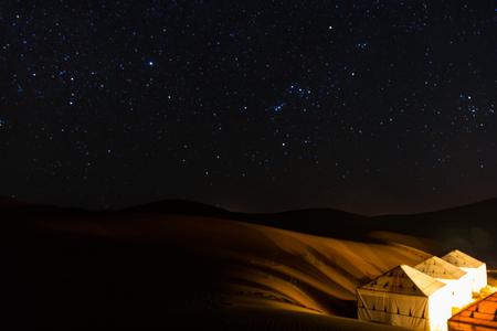 sahara desert camp night Reklamní fotografie