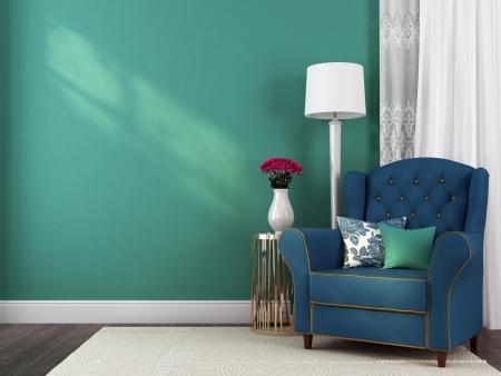 De klassieke blauwe leunstoel, een kleine tafel en lamp tegen een blauwe muur