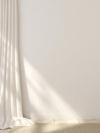 Cortinas blancas, zócalos y alfombras contra una pared blanca