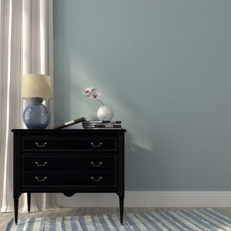 De klassieke zwarte dressoir en de prachtige lamp op een achtergrond van blauwe muur en gestreept gordijn Stockfoto