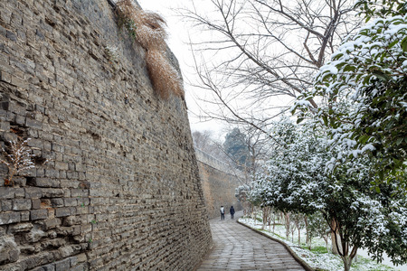 gleams: The ancient city wall of winter snow is so beautiful