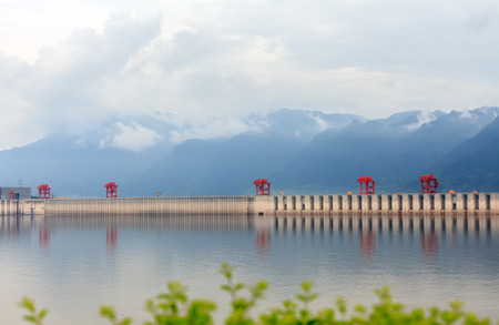 three gorges: The Three Gorges Dam, the spectacular scenery on sunny days