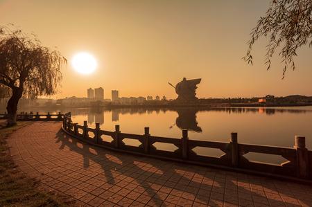 reloj de sol: The setting sun Guan Gong