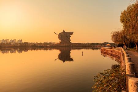 setting  sun: The setting sun Guan Gong
