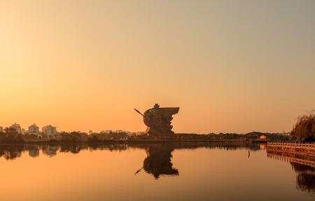 reloj de sol: El sol poniente Guan Gong